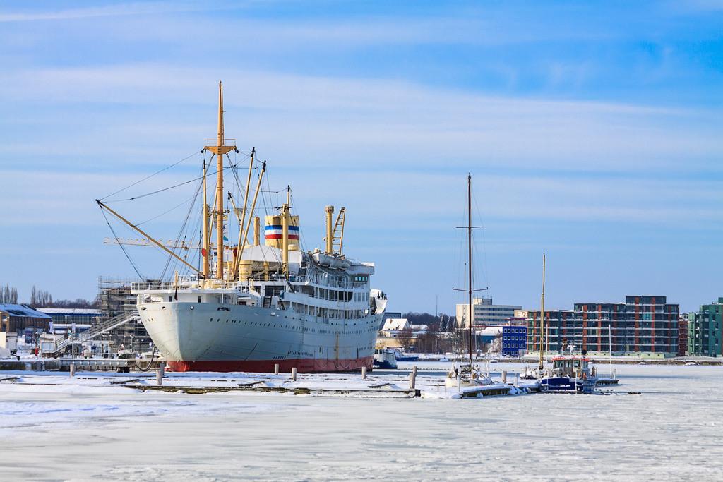 Ein Schiff im Stadthafen von Rostock   Ein Schiff im Stadthafen von Rostock.