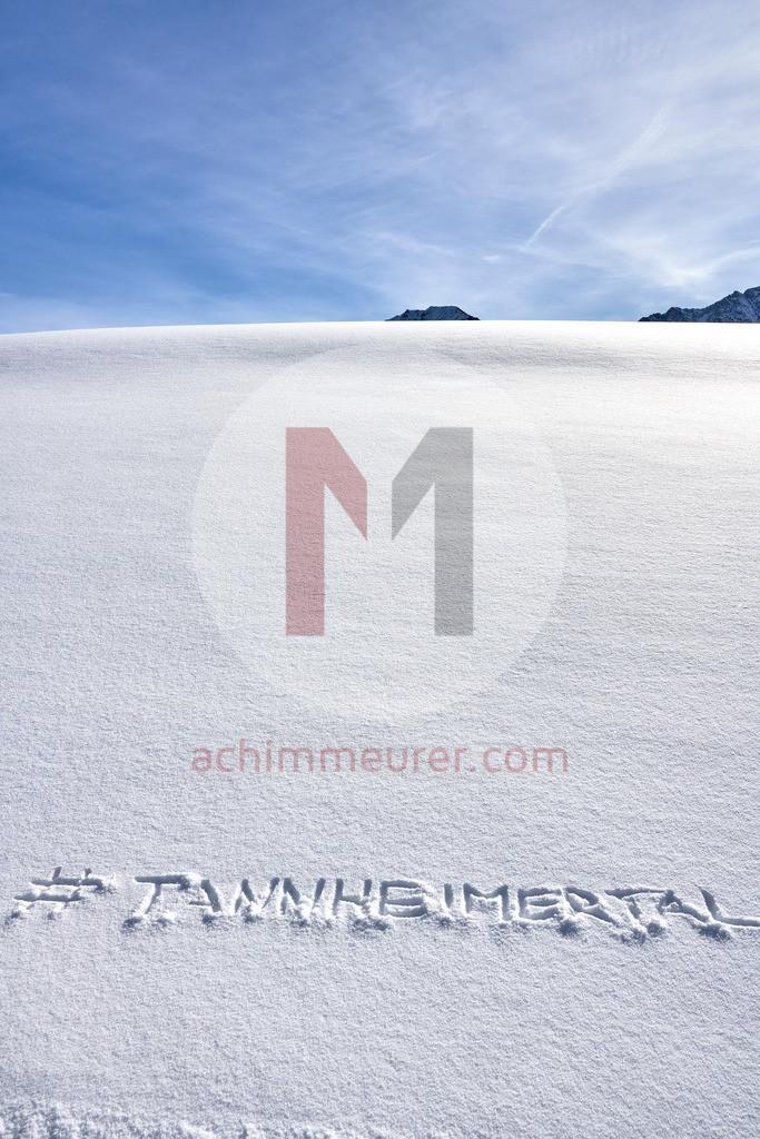 Hashtag im Schnee, Tannheimer Tal, Tirol, Österreich