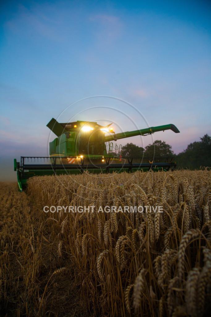 20120817-_MG_8780 | Weizenernte in der Dämmerung