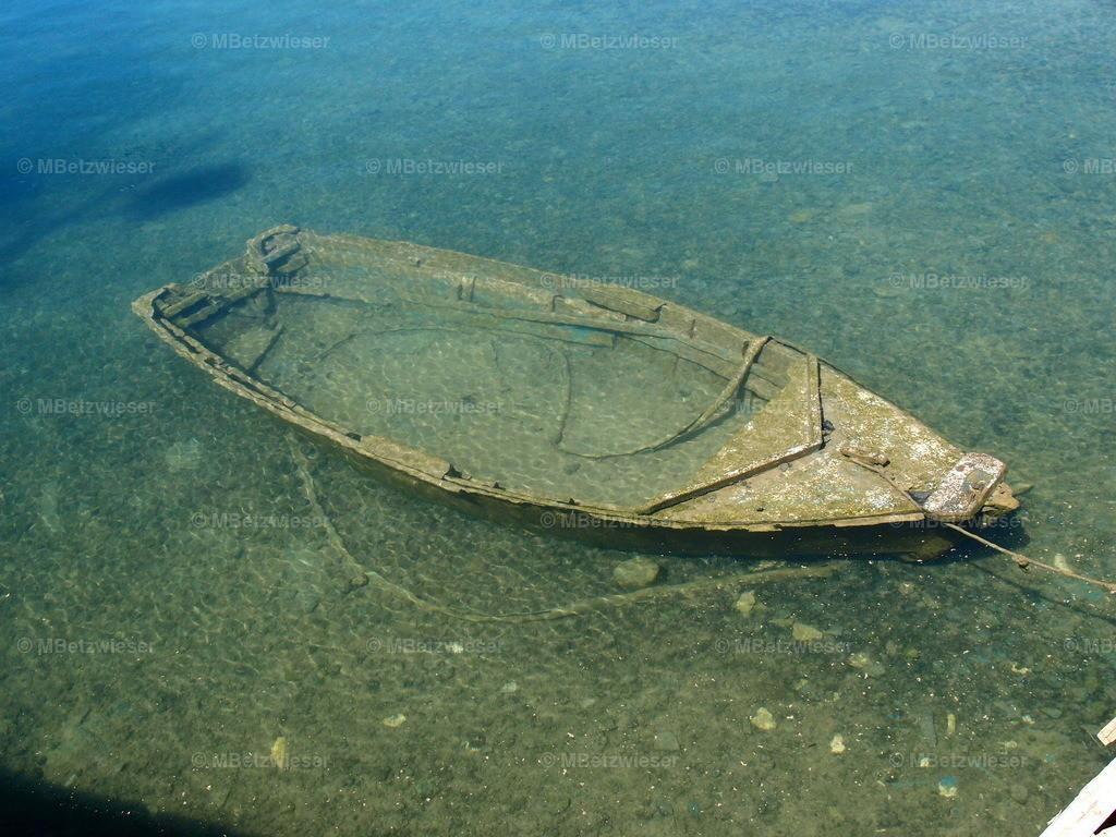 P5071212 | Boot auf dem Meeresgrund in Arrecife