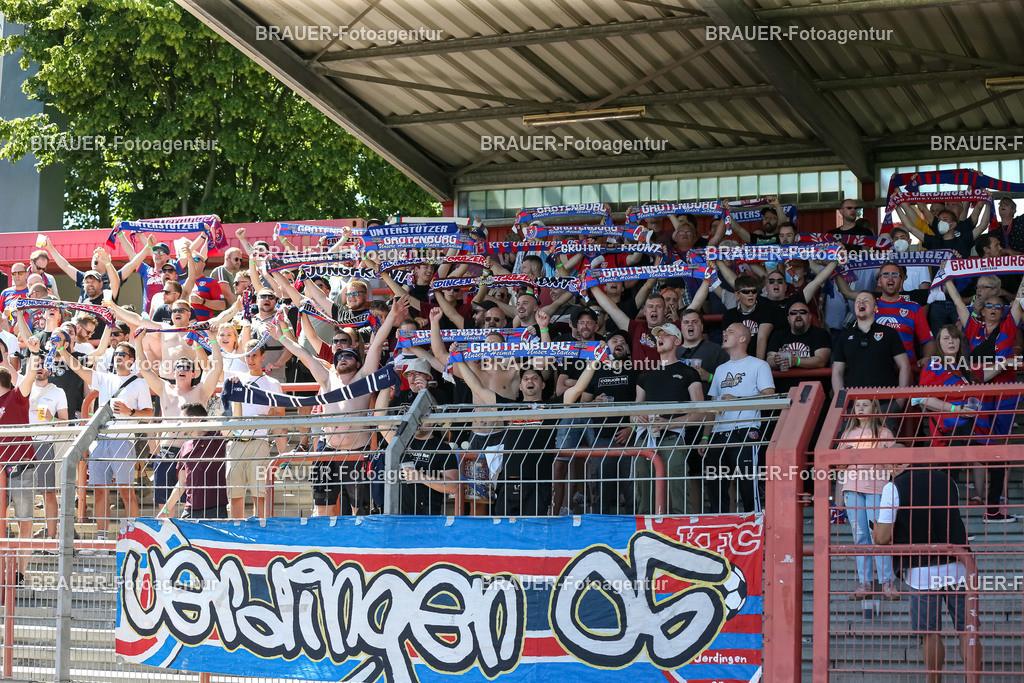 Rot-Weiß Oberhausen - KFC Uerdingen    Oberhausen, Deutschland 14.08.2021,Fans von KFC Uerdingen sind zu sehen ,    bei dem Spiel der Regionalliga West zwischen Rot-Weiß Oberhausen und KFC Uerdingen im Stadion Niederrhein am 14. August 2021 in Oberhausen.  (Foto: BRAUER-Fotoagentur)