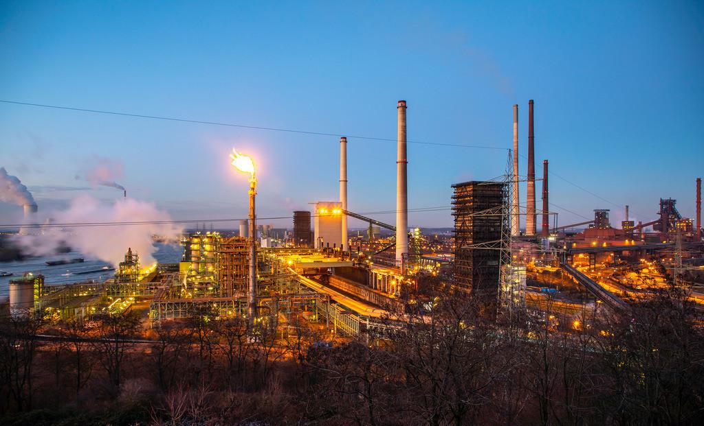 JT-190120-019 | Stahlstandort Duisburg Hamborn, Kokerei Schwelgern ThyssenKrupp Steel, rechts Hochöfen, hinten Kühlturm des Kohlekraftwerks Duisburg Walsum, Block 10, Rhein