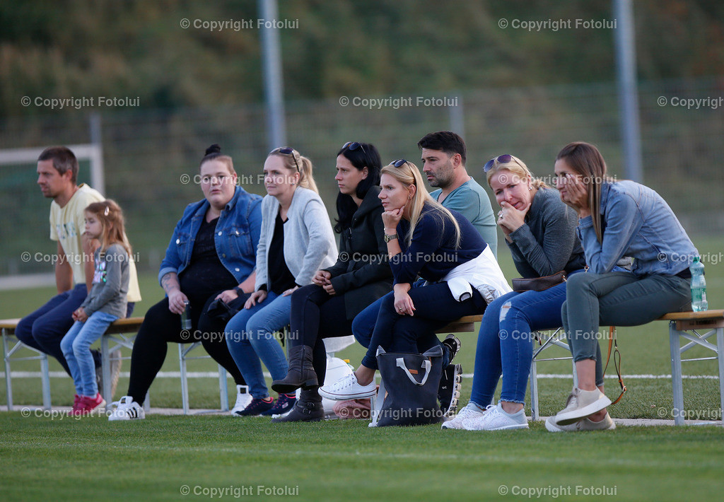 A_LUI27092021_18 | SPORT,FUSSBALL, FC WELS_SC HOERSCHING U 9 27.09.2021 IM BILD: SCHWARZ (HOERSCHING) UND ROT (FC WELS )FOTO:FOTOLUI