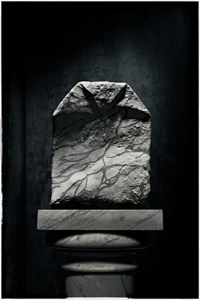 Bernini Beutel | Marmor-Teebeutel auf Marmorsäule