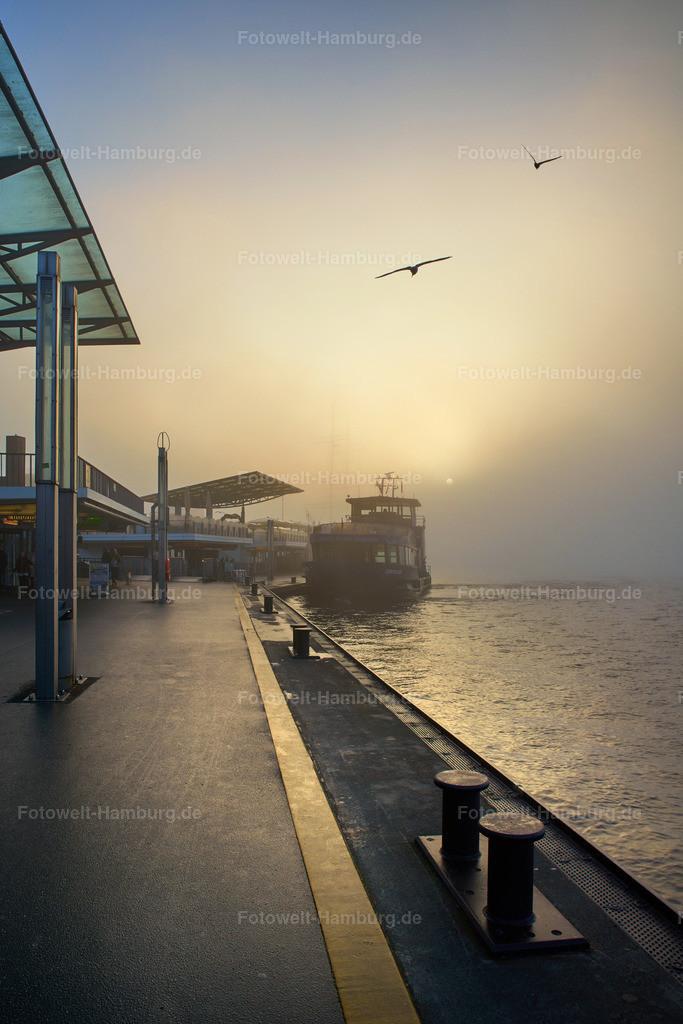 11944967 - Morgenstimmung an den Landungsbrücken II | Einzigartiges Stimmungsbild der Landungsbrücken im morgendlichen Nebel.