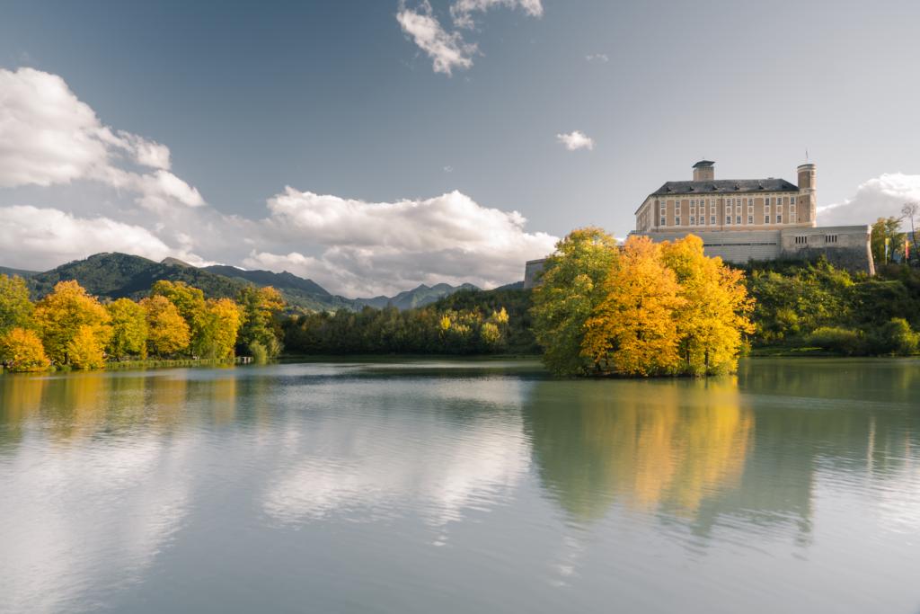 Schloss Trautenfels | Ein farbenfroher Blickfang.