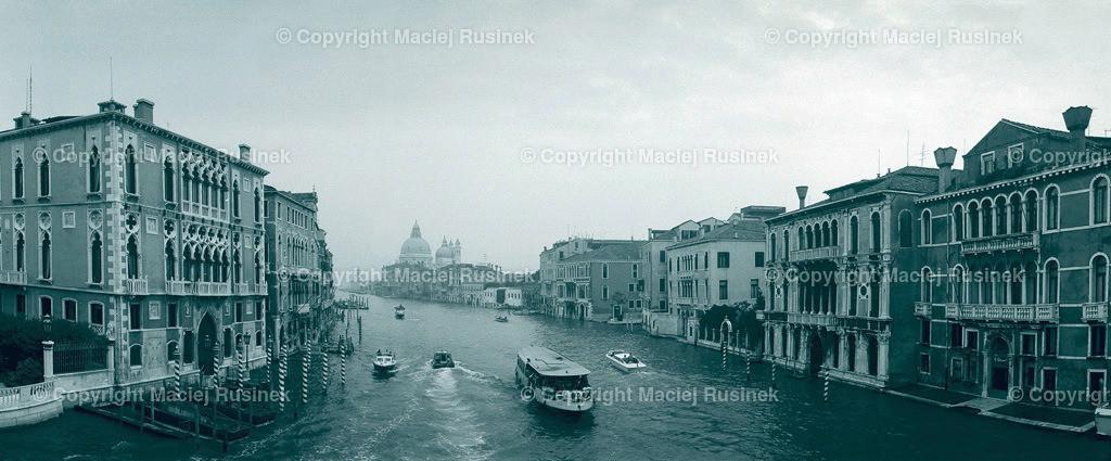 Venedig_17 | Venedig Canal Grande  Panorama Aufnahme auf konventionellen Dia Film Material von Fuji Velvia Prof im Jahr 1992, mit Mittelformat Kamera 4,5x6 cm, hochauflösend gescannt, schwarzweiß Fotografie