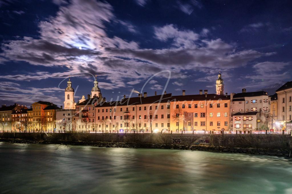 Vollmond in Innsbruck | Blick bei Vollmond auf die Altstadt