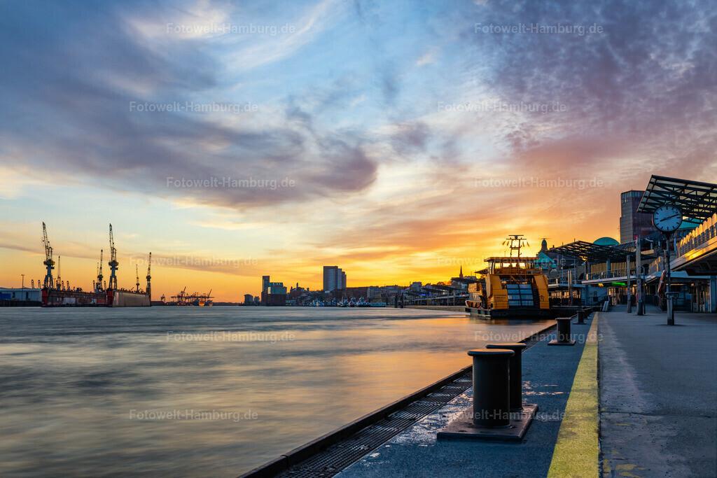 10200501 - Sonnenuntergang an den Landungsbrücken | Wahrscheinlich das Highlight für jeden Hamburgbesuch: Abends an den Landungsbrücken den Blick auf den Hamburger Hafen genießen...