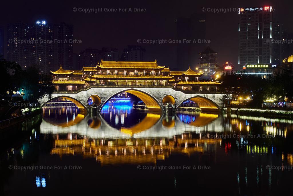 China | Fußgängerbrücke in der Hauptstadt Sichuans Chengdu