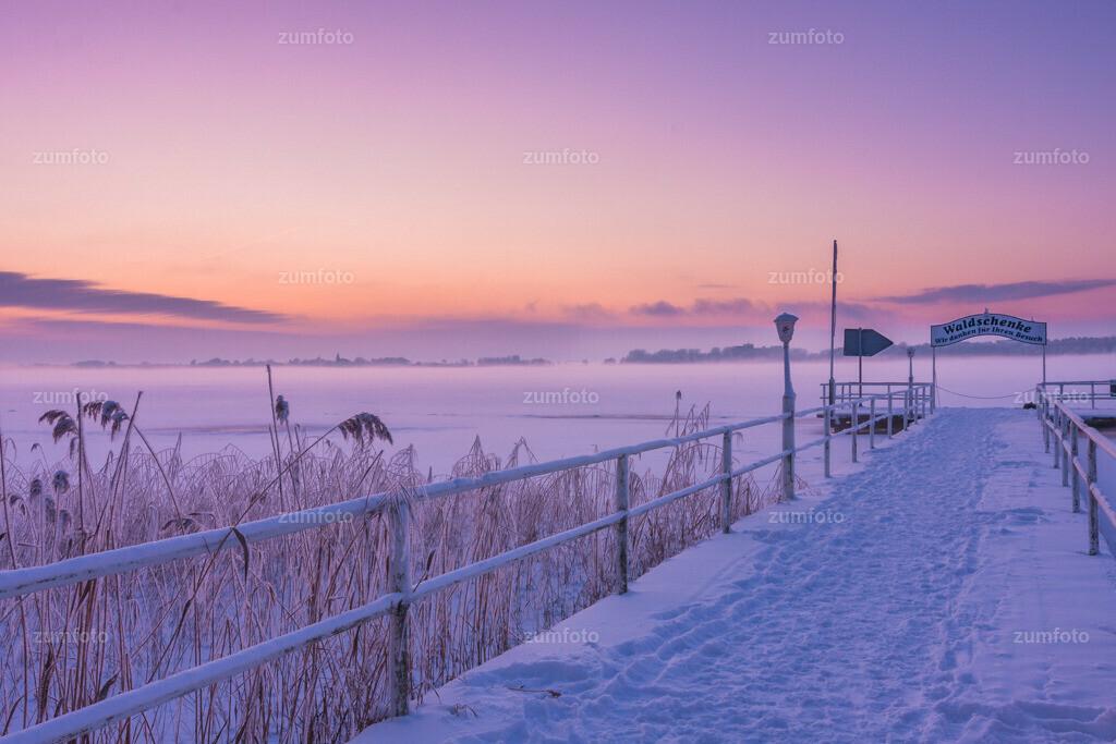 100103_1718-1889-A | --Dateigröße 3888 x 2592 Pixel-- Steg der Waldschänke im Winter