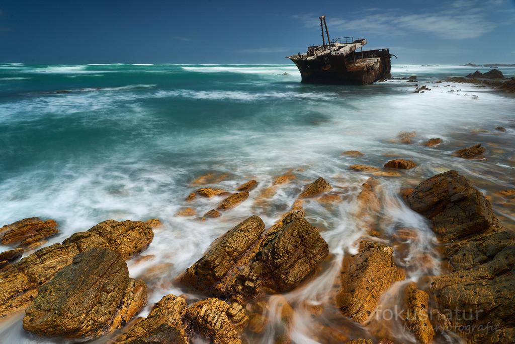 Schifffswrack am Kap Agulhas | Am südlichsten Punkt Afrikas rostet dieses alte Schiff vor sich hin.