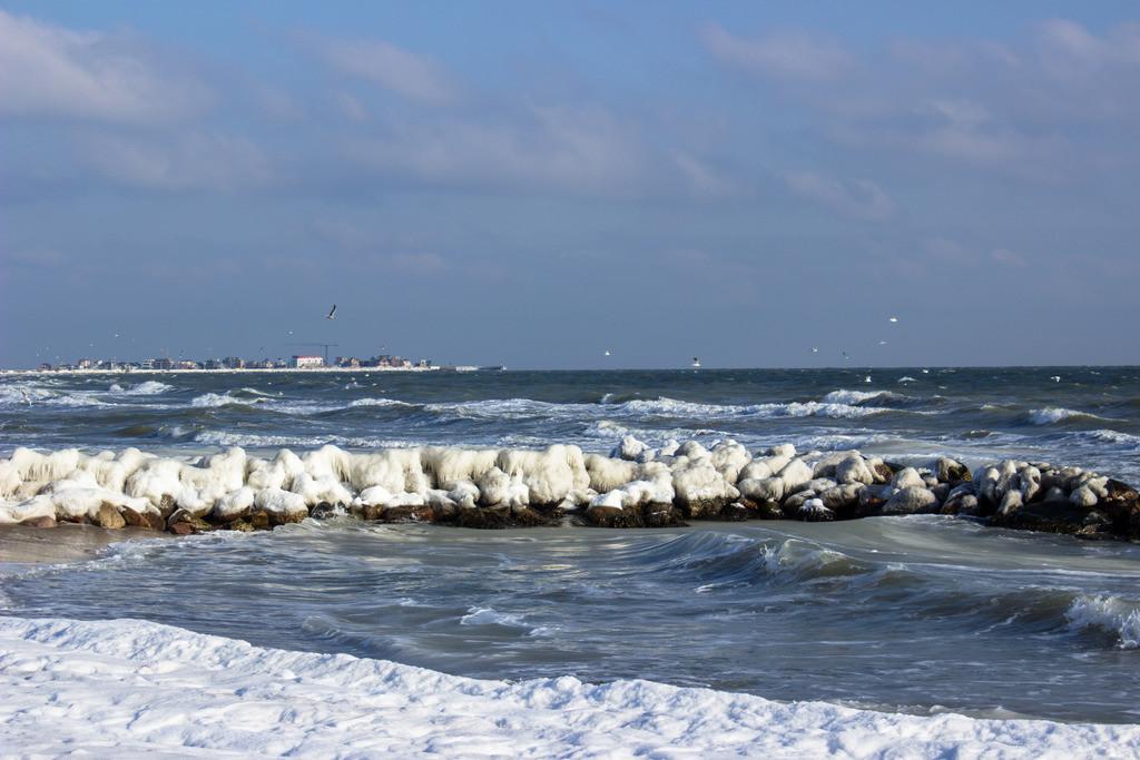Strand in Schönhagen | Vereister Strand in Schönhagen im Winter