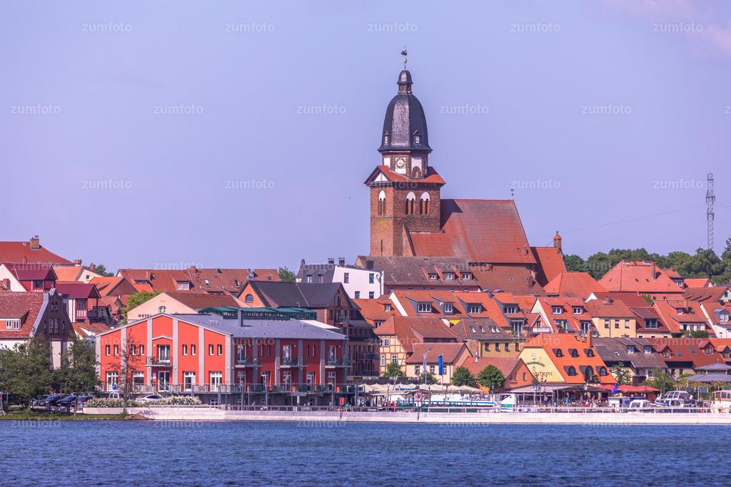 0-180514_1616-6605 | --Dateigröße 6720 x 4480 Pixel-- Blick Richtung Stadthafen von der Müritz aus mit Marienkirche und Pier 13 im Vordergrund