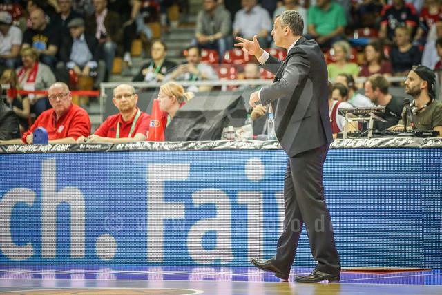 180407_AF_FCBB_074 | Chef-Trainer Dejan Radonjic (FC Bayern Basketball) gibt Anweisungen an sein Team/Mannschaft, FC Bayern Basketball vs. Giessen 46ers, Basketball, BBL, 07.04.2018