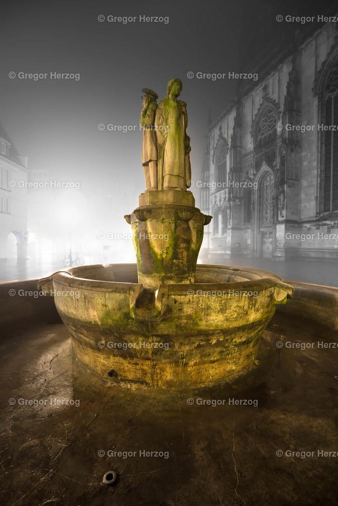 Magischer Lamberti-Brunnen | Ein Foto aus dem neuen Kalender Münster erstrahlt 2020