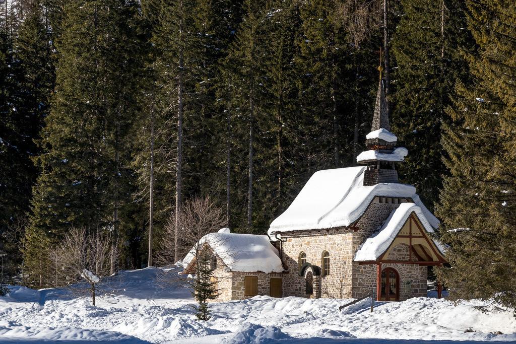Kleine Kirche am Pragser Wildsee