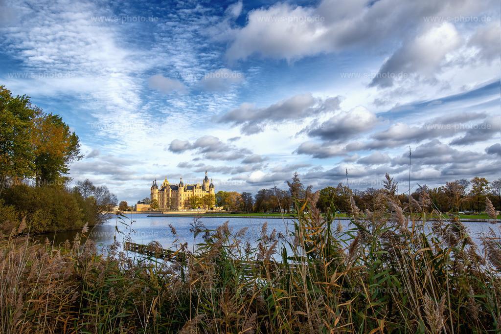 Das Schweriner Schloss | ..vom gegenüberliegenden Ufer aus