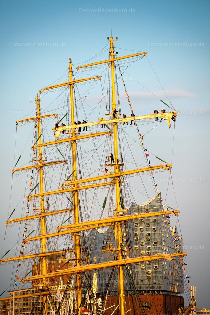 10210503 - Schwindelfrei | Impression vom Hamburger Hafengeburtstag 2018 - die Matrosen des Segelschiffs