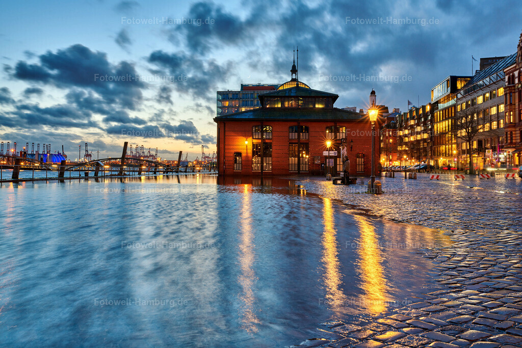 10200302 - Hochwasser am Fischmarkt | Stimmungsvolle Aufnahme vom Hochwasser an der Fischauktionshalle.