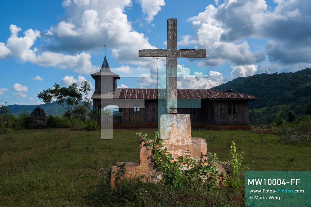 MW10004-FF   Myanmar   Loikaw   Reportage: Ringe fürs Leben   Alte Holzkirche in Panpet, einem Dorf der Volksgruppe Kayan Lahwi (Padaung)   ** Feindaten bitte anfragen bei Mario Weigt Photography, info@asia-stories.com **
