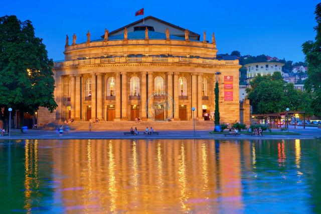 Opernhaus Stuttgart und Theatersee Abendstimmung   DEU, Deutschland, Stuttgart, 26.07.2010, Opernhaus Stuttgart und Theatersee Abendstimmung © 2010 Christoph Hermann, Bild-Kunst Urheber 707707