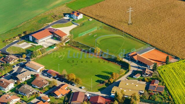 luftbild-nussdorf-chiemgau-bruno-kapeller-87 | Luftaufnahme von Nußdorf im Chiemgau, Herbst 2019. Das Dorf befindet sich ca.5 km vom Chiemsee entfernt, Landkreis Traunstein.