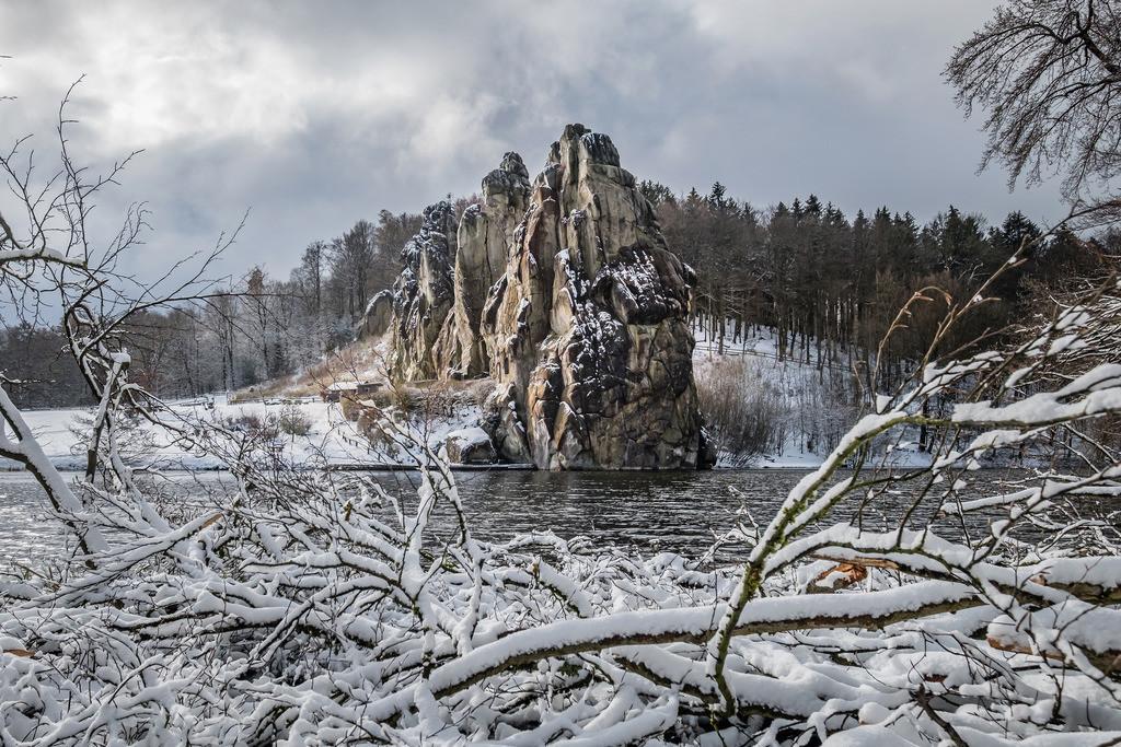 Winterstille, Externsteine   Die Serie 'Deutschlands Landschaften' zeigt die schönsten und wildesten deutschen Landschaften.