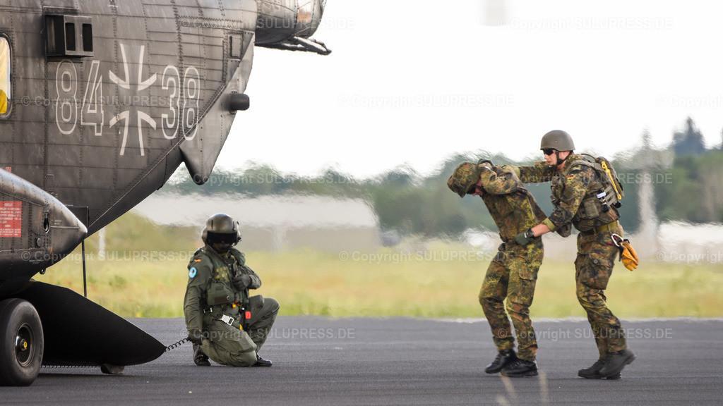 Spotterday in Jagel - CSAR (Combat Search and Rescue) Übung   13.06.2019, zwei Tage vor dem Tag der Bundeswehr fand auf dem Fliegerhorst Schleswig des Taktischen Luftwaffengeschwaders 51 Immelmann, ehemals Marinefliegergeschwader 1 (MFG 1) bzw. Aufklärungsgeschwader 51 in Jagel, Schleswig-Holstein ein Spotterday statt, an dem Planespotter, Pressevertreter und Interessierte Transport-Flugzeuge, Kampfjets und Hubschrauber aus der Nähe fotografieren konnten. Deutscher Sikorsky CH-53G 84+38, auch