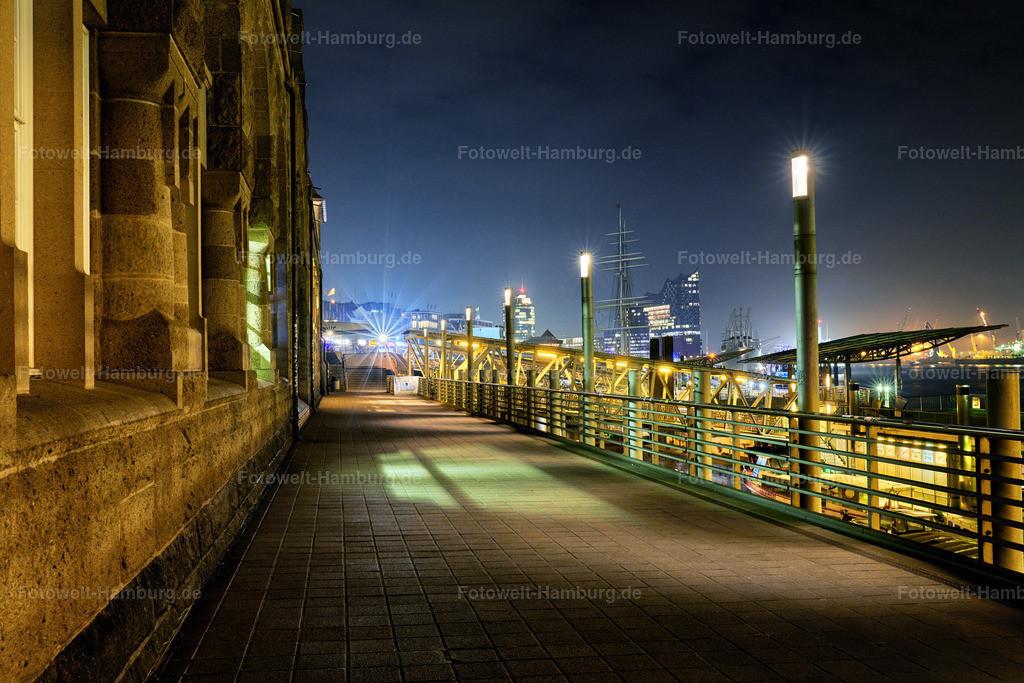 10191102 - Diesige Nacht | Nächtliche Atmosphäre an den Landungsbrücken