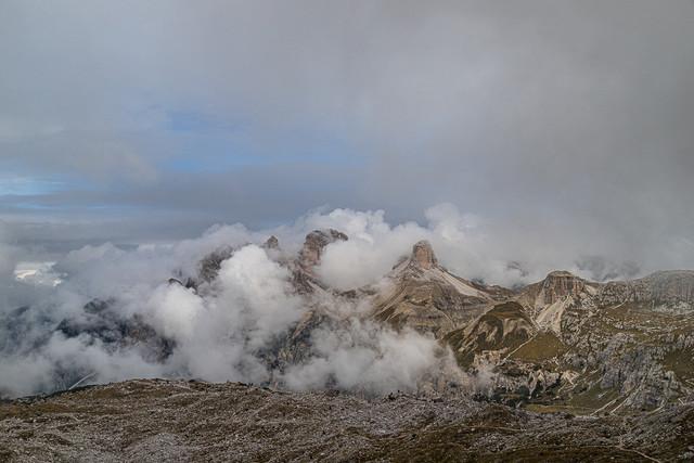 Berge & Wolken | Dieses Herbstbild bot sich in den Dolomiten an einen regnerischen Tag.
