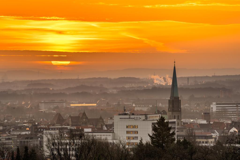 Sonnenaufgang über der Bielefelder Innenstadt | Sonnenaufgang über der Bielefelder Innenstadt im Februar 2021.