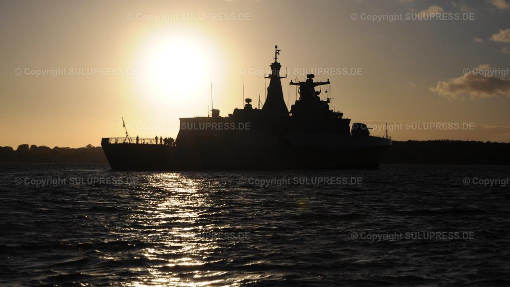 Fregatte vom Typ MEKO A-200AN | Fregatte vom Typ MEKO A-200AN, die F 911  'El Moudamir' vor Anker in der Strander Bucht. 2012 hat Algerien zwei Fregatten vom Typ MEKO-A200 bei TKMS in Kiel bestellt. Anfang 2019 hat die Bundesregierung den Export einer weiteren Fregatte vom Typ MEKO-A200 an Ägypten genehmigt. Aufgrund der Menschenrechtslage in Ägypten ist diese Genehmigung umstritten.