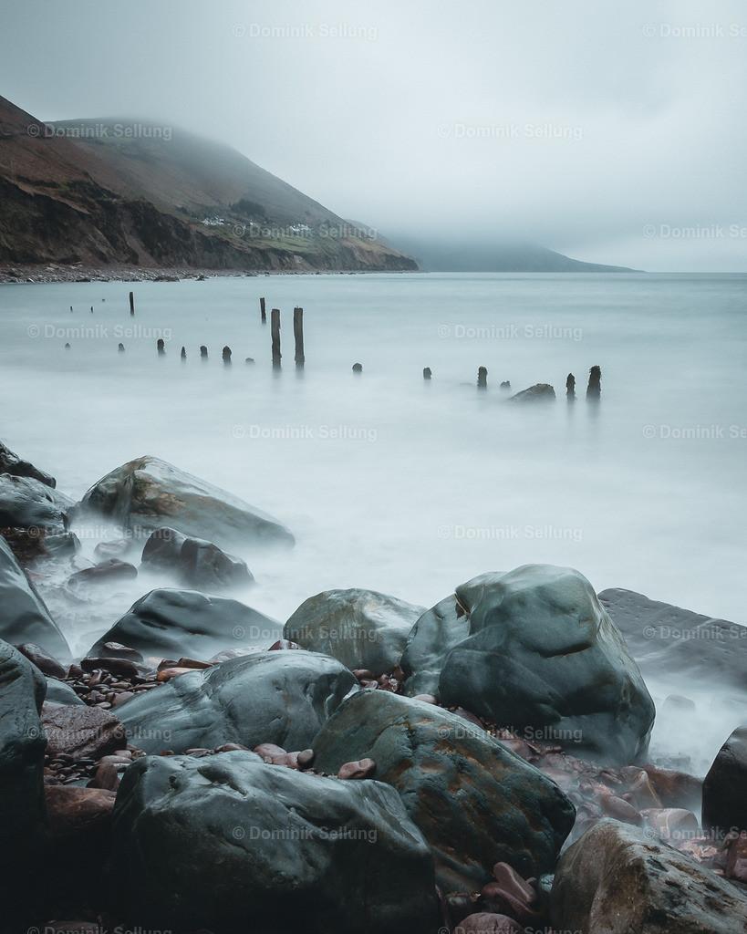 Skibbereen II | Irische Küste im leichten Nebel bei rauem Wetter