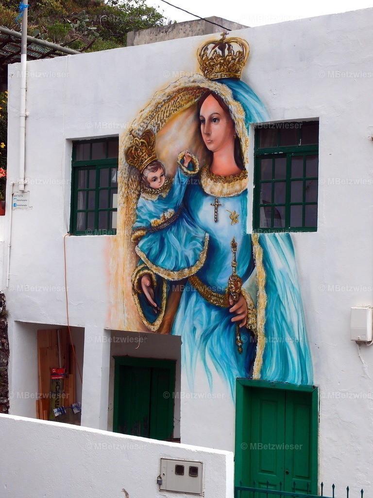 P5055368 | auf einer Hausfassade in Sabinosa auf El Hierro