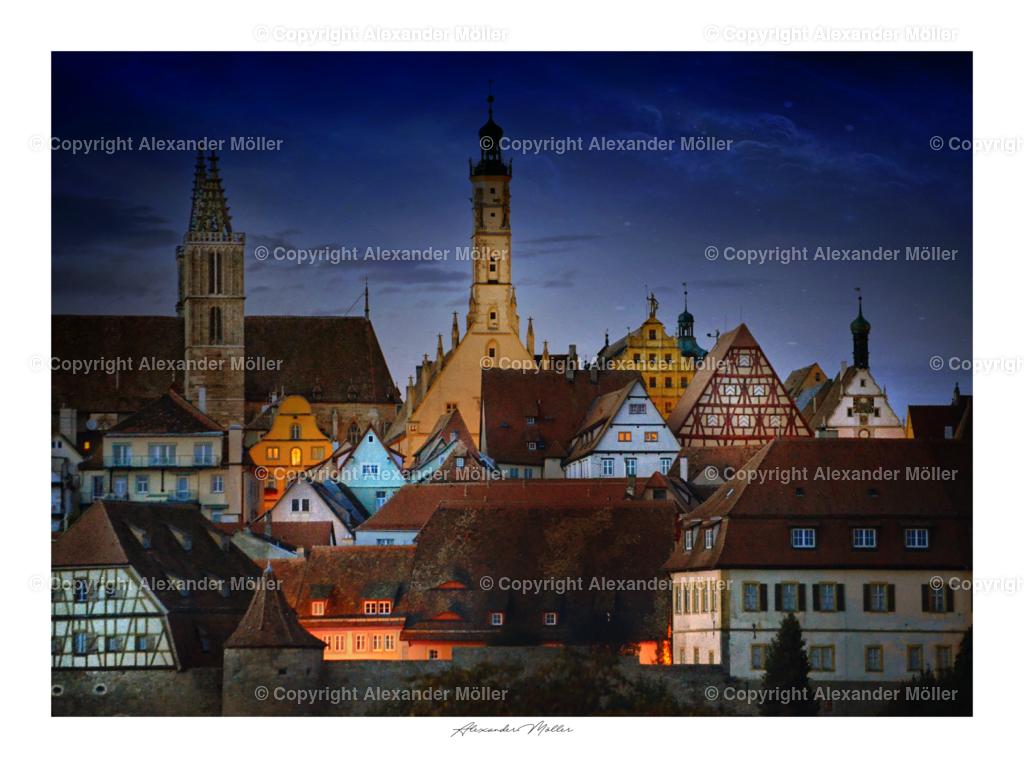 Rothenburg ob der Tauber No.110   Dieses Werk zeigt die Silhouette von Rothenburg ob der Tauber im Abendlicht. Das Kriminalmuseum, der Rathausturm und die Stadtkirche, sowie viele mittelalterliche Fachwerkhäuser und Teile der Stadtmauer, sind gut zu erkennen.