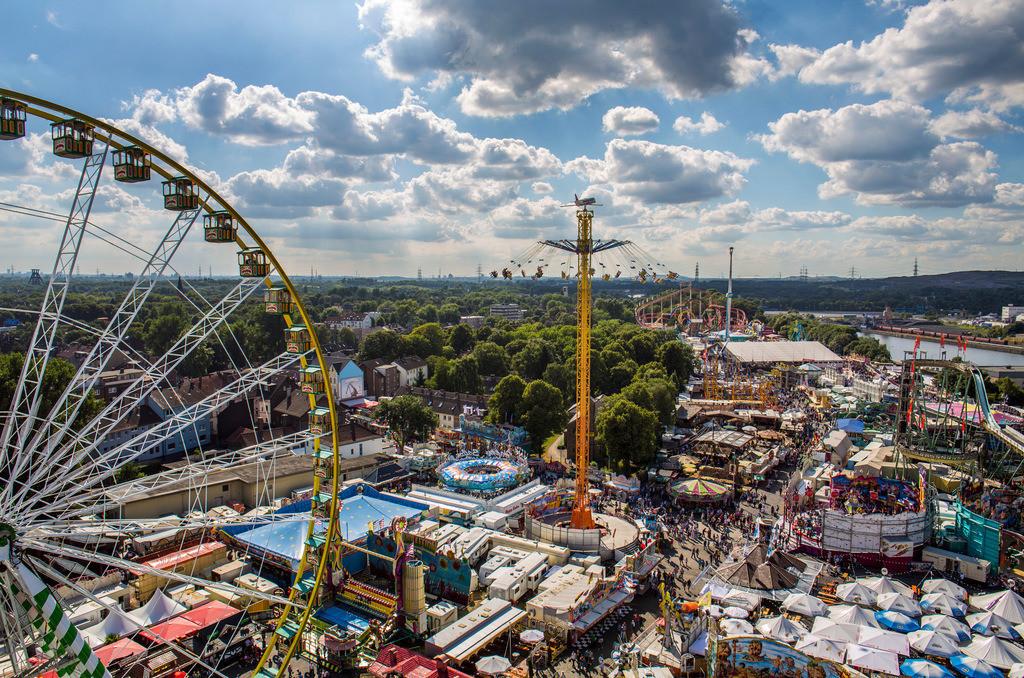 JT-130808-402 | Cranger Kirmes. Größtes Volksfest in NRW. Blick über das Jahrmarkt Gelände.