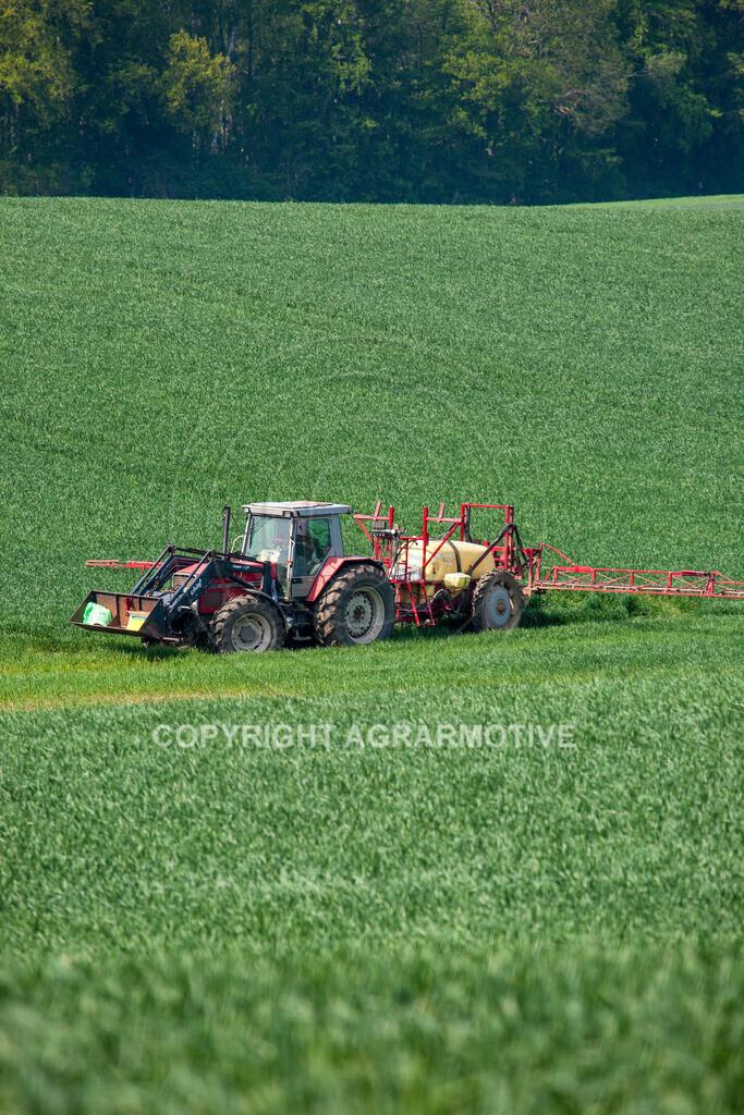 20130516-_MG_9786 | Feldspritze im Weizenfeld - AGRAFOTO Bildagentur