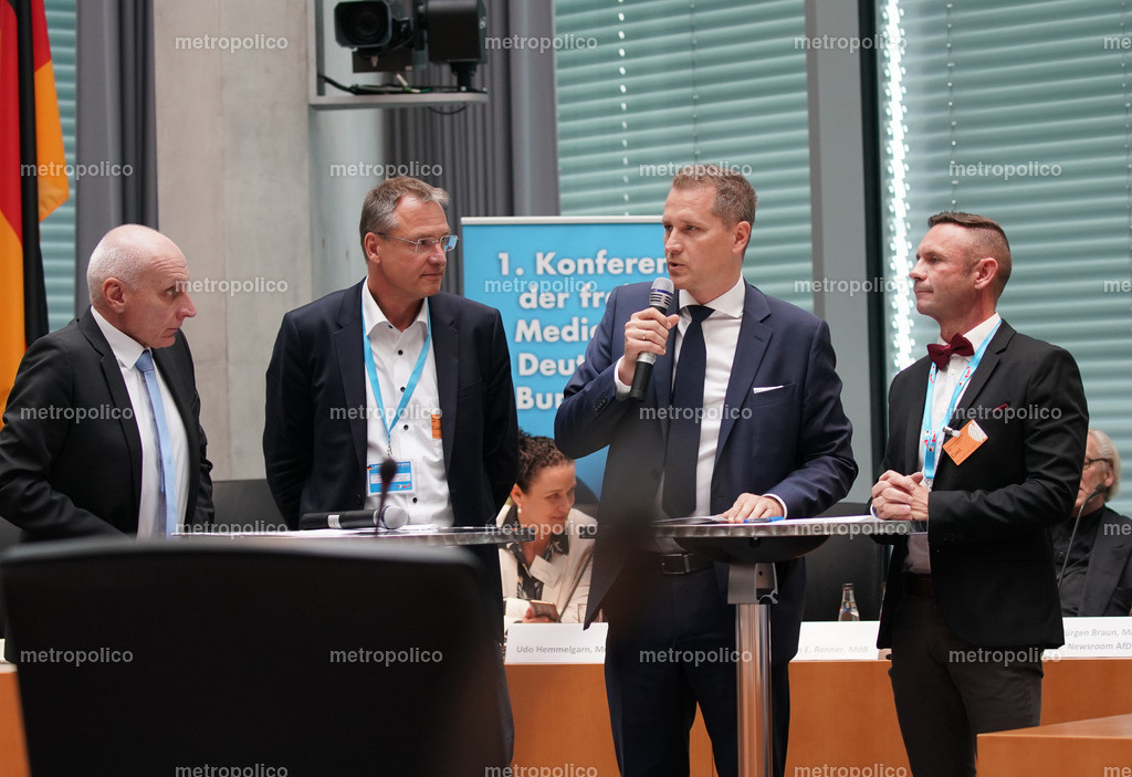 Uwe Schulz_ Michael Stürzenberger_ Petr Bystron_ David Berger diskutieren beim 1. Kongress der freien Medien im Bundestag