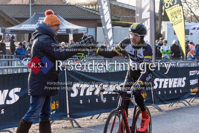 Radsport, Stevens Cyclocross Cup 2019, 10. Lauf (RSG Nordheide), Rennen 9 (Elite Herren + U23, Masters 2 / Elite Ü40 und Junioren U19), Buchholz i.d.N., 19.01.2020 | Nico Evers (RG Uni Hamburg, #184, Masters 2)