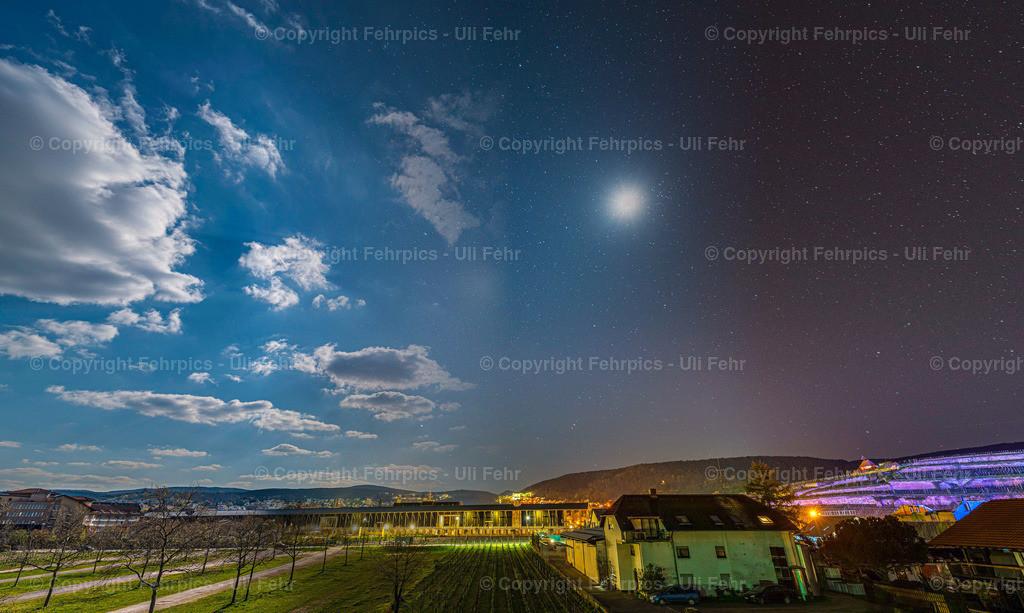 Dürkheim Day2Night | Tag und Sternennacht über Bad Dürkheim in einem Bild