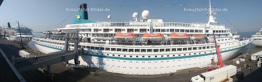 MS Albatros in Bremerhaven Panorama II | MS Albatros in Bremerhaven, aufgenommen als Panorama von der Aussichtsplattform des Cruise Centers.