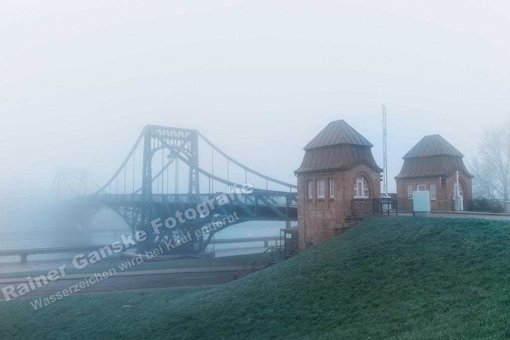171202-34-Wilhelmshaven KW Brücke Nebel