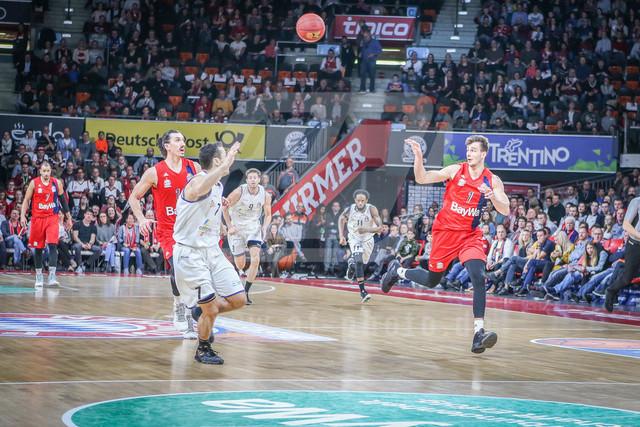 FC Bayern Basketball vs. Science City Jena, Basketball, BBL, 02.02.2019 | Nemanja Dangubic #1 (FC Bayern Basketball) erhaelt den Pass, FC Bayern Basketball vs. Science City Jena, Basketball, BBL, 02.02.2019