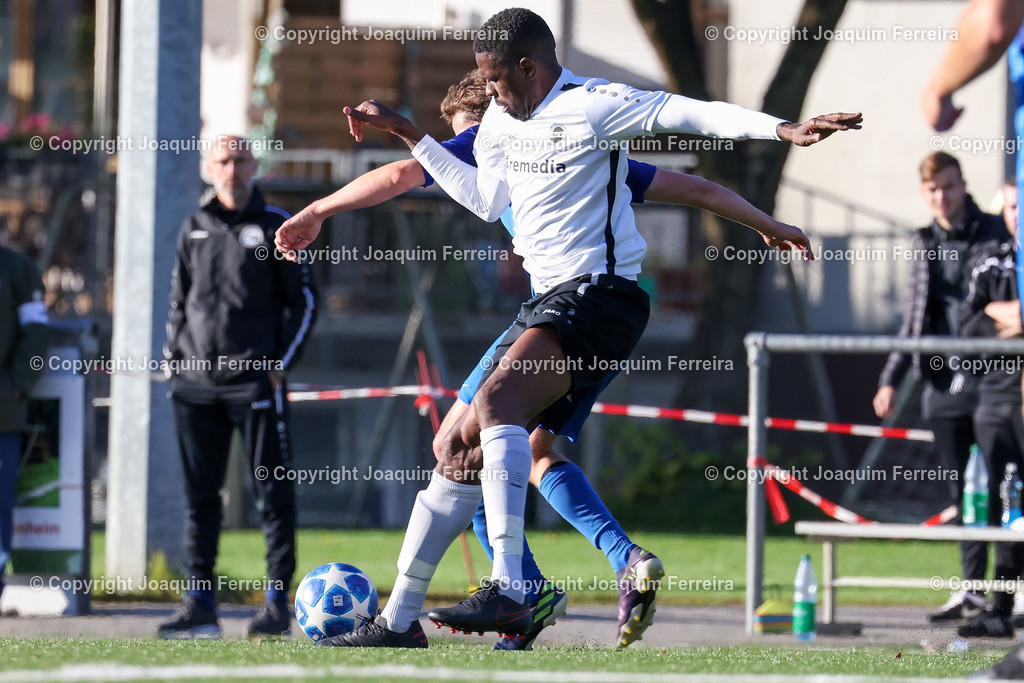 0551_3023 | 10.10.2020 Fussball Hessenliga SC Viktoria Griesheim - Hünfelder SV  v.l.,  Mohamadou