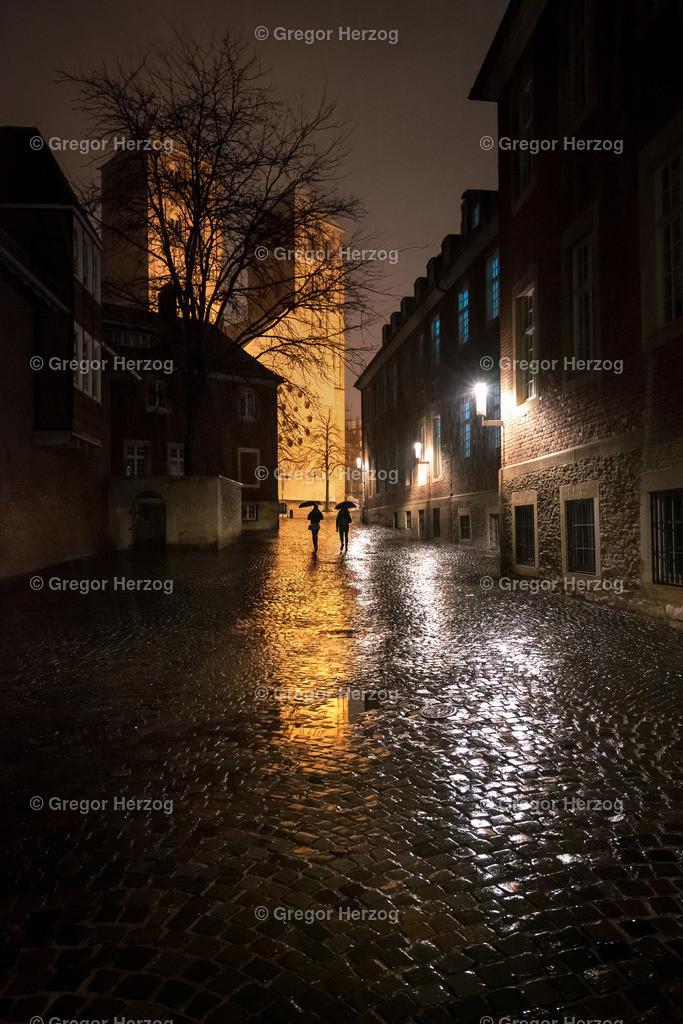Gasse am Dom | Münster im Regen