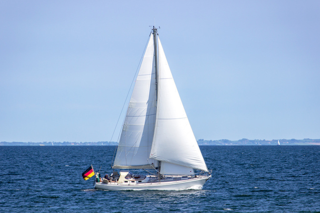Segelboot vor Falshöft | Segelboot vor Falshöft im Frühling