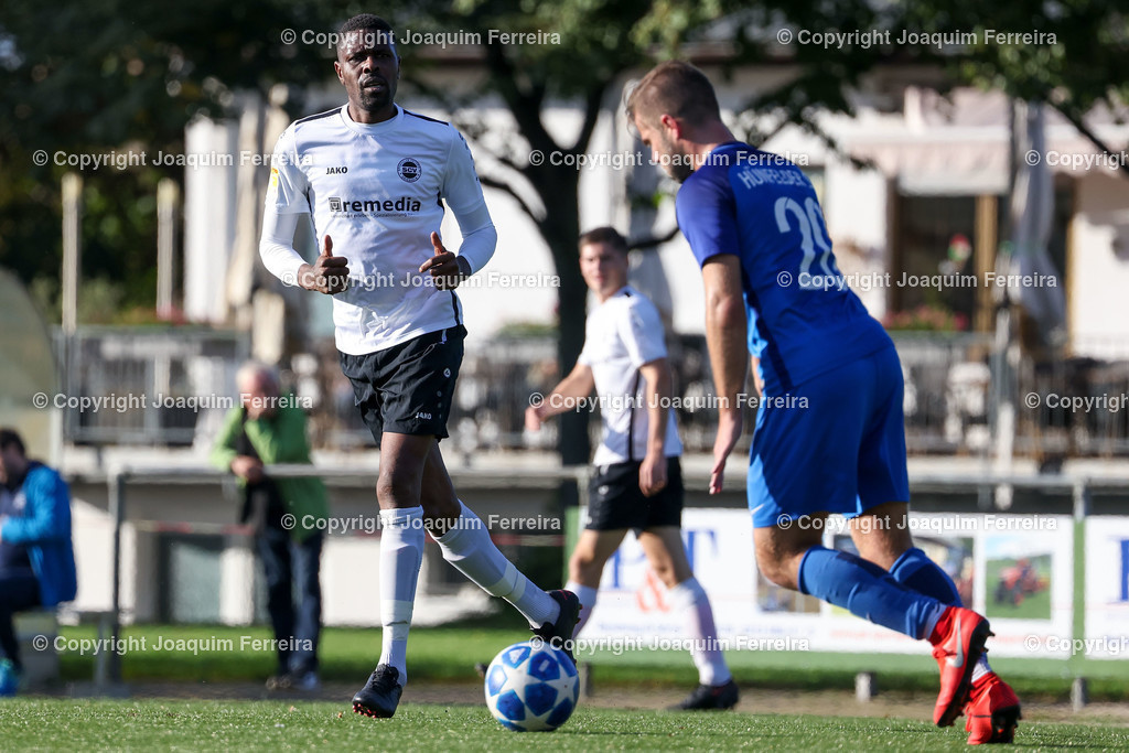 0551_3019 | 10.10.2020 Fussball Hessenliga SC Viktoria Griesheim - Hünfelder SV  v.l.,  Mohamadou