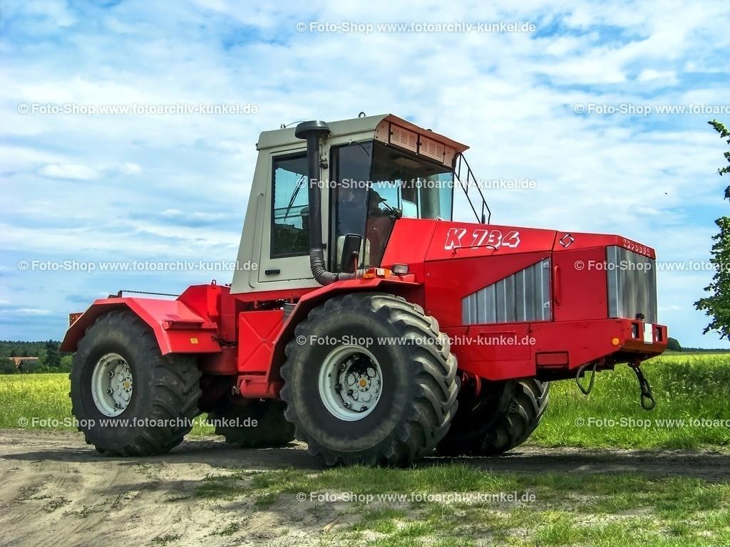Kirowez K-734 DS Knickschlepper, Großtraktor, 1995-2000 | Kirowez K-734 DS Knickschlepper, Großtraktor, Traktor, Schlepper, Frabe: Rot/Weiß, Bauzeit: 1995-2000, Exportmodell, nur wenige Exemplare gibt es davon noch in Deutschland, der K-734 DS verfügt über einen 220 PS leistenden 8-Zylinder-Turbodieselmotor des Typs JaMS-238-HD2, Hersteller: Kirow-Werke, Sankt Petersburg, Russland