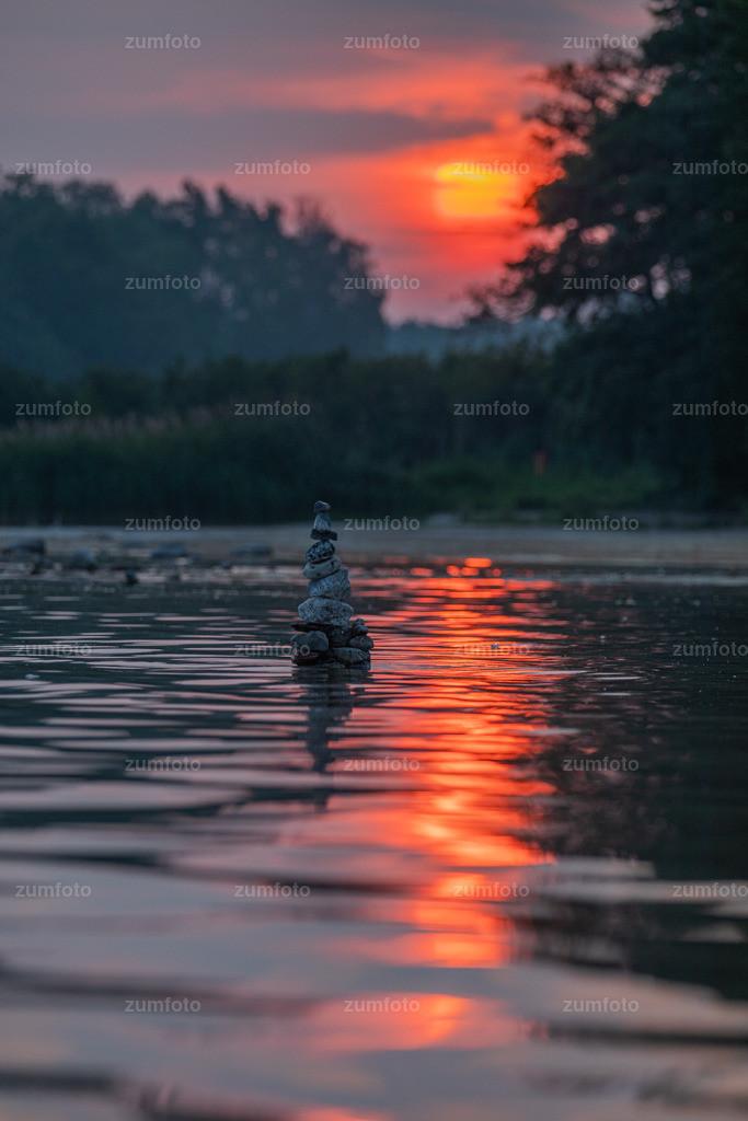190729_0539-9281   Hier kommt noch ein Foto von heute früh vom Kölpinsee, zum Sonnenaufgang. Wünsche euch einen schönen Start in die Woche.